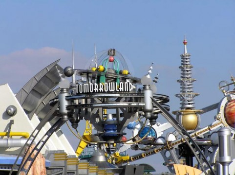 Damon Lindelof Reveals Tomorrowland Details, Disneyland Won't Be Shown In The Movie