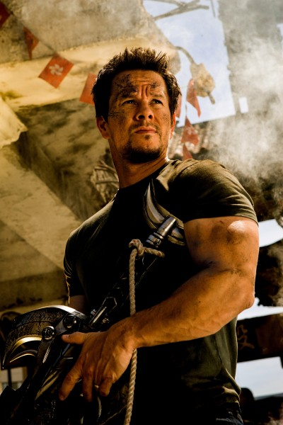 transformers 4 age of extinction mark wahlberg 400x600 Mark Wahlberg Looks All Beaten Up In New Transformers: Age Of Extinction Images