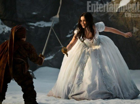 New Pictures Of Julia Roberts, Armie Hammer And Lily Collins In Snow White