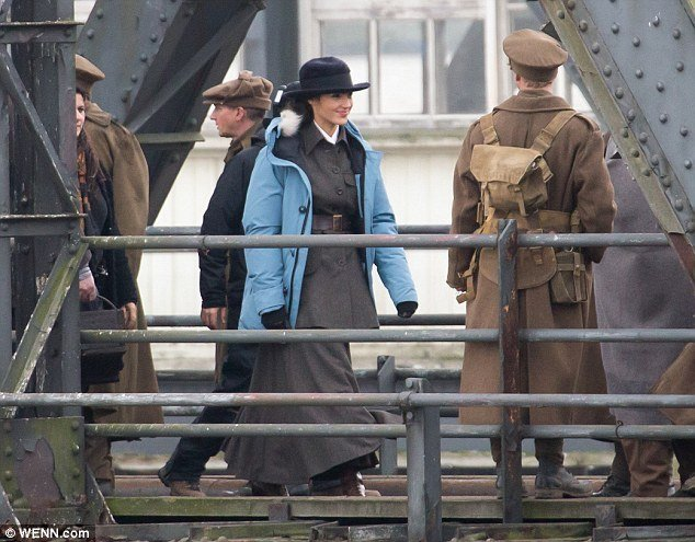 Wonder Woman Set Photos Confirm WWI Setting