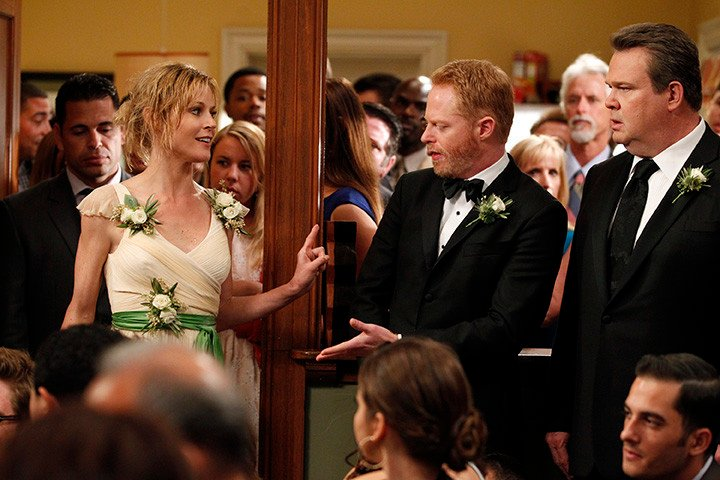 Modern Family Season Finale Review The Wedding Part 2 5 Episode 24 Page